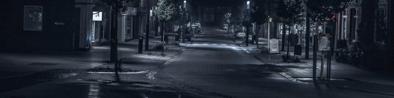 """""""Maeștrii unei arte muribunde"""", de Claudiu Komartin"""