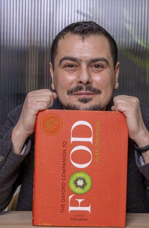 """Cosmin Dragomir – """"Curatorul de zacuscă"""" – ne face un cadou gustos de ziua lui"""